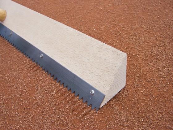 Dreikant - Scharrierholz mit Sägeblattverstärkung Arbeitsbreite: 70 cm